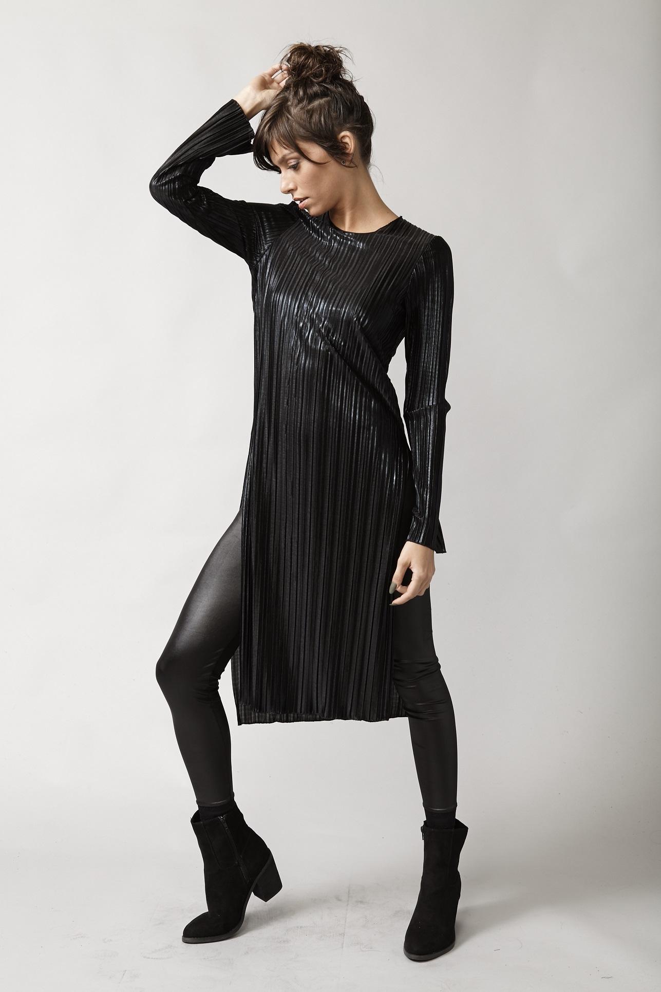 פרופיל חולצה שחורה ארוכה פליסה 99שח במקום 229שח צילום שי קדם