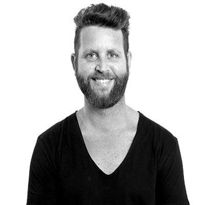 """מעצב השיער יאיר מנדל (יא יא) מונה למנהל קריאטיבי ב""""שוורצקופף פרופשיונל"""" ישראל"""