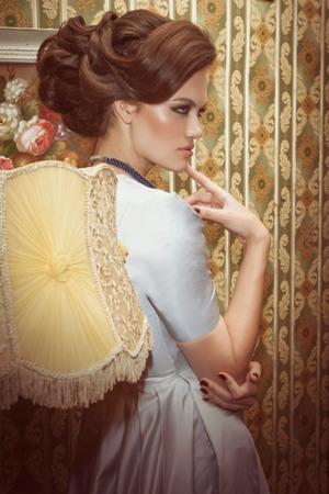 """ימי הזוהר של שנות ה- 70 של אנג'לה טטרו, מעצבת שיער ושגרירה ב""""שוורצקופף פרופשיונל"""""""