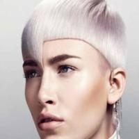 סקוט סלואן מעצב שיער אוסטרלי מוסיף טיפה של זוהר