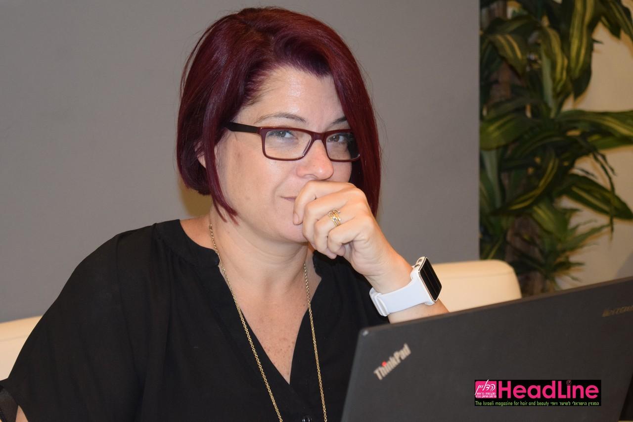 דבי פסח מנהלת שיווק והדרכה בשוורצקופף פרופשיונל