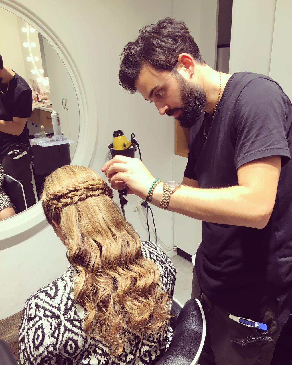 מעצב השיער עידו לוי חוגג שנה