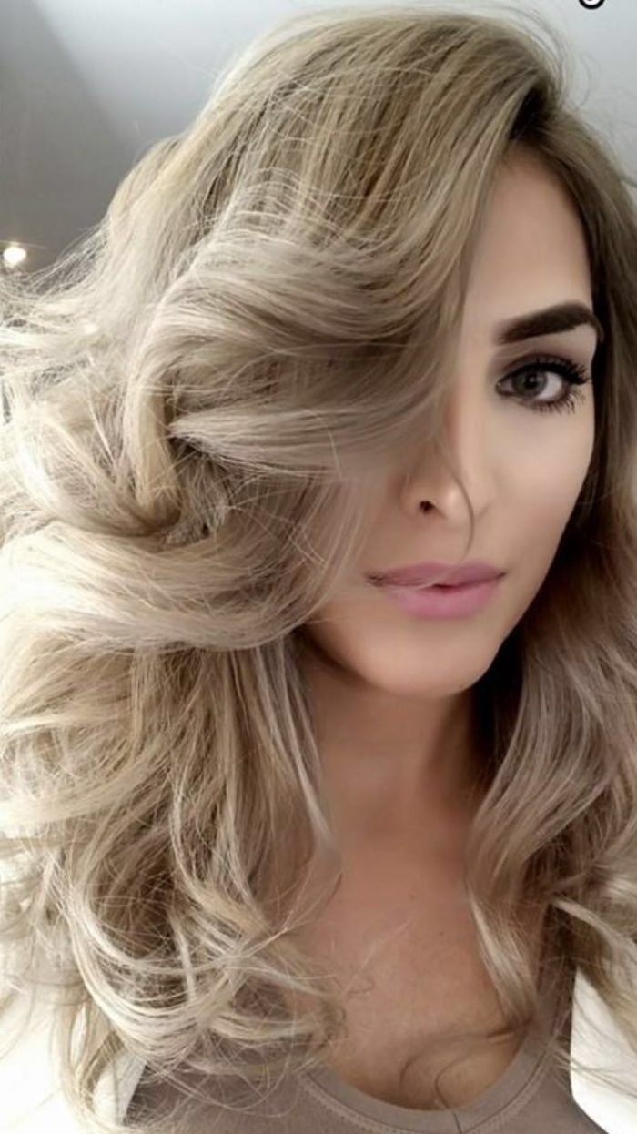 המספרה של מעצב השיער גו'ני בראון
