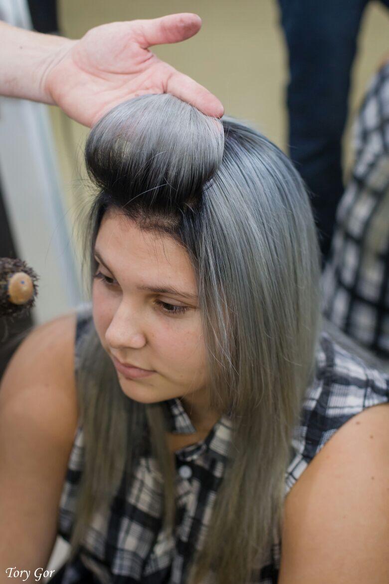 מעצב השיער אבי ברוס בפעולה