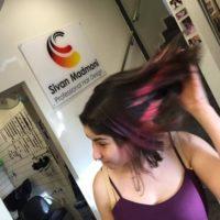 סיוון מדמוני, קוסמת צבעי השיער הגדולה, מעצבת שיער ומדריכה בחברת שוורצקופף פרופשיונל