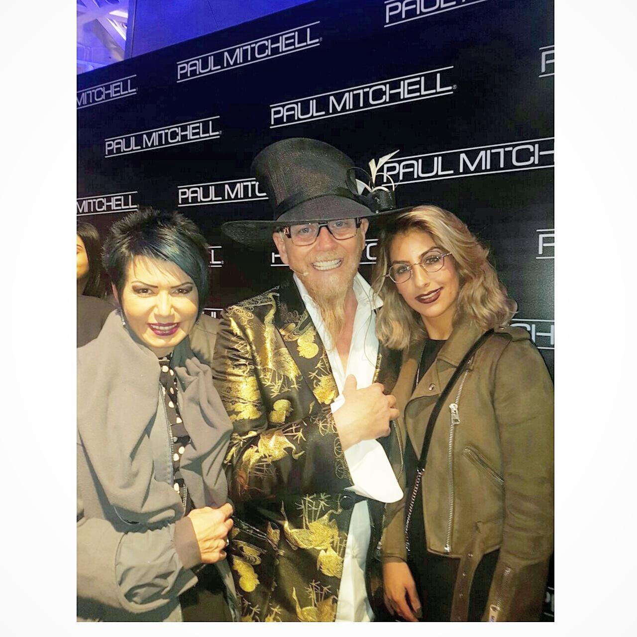 רוברט קרומינס עם הדס ולינוי העובדות המסורות של חברת רבקה זהבי Hair Fashion