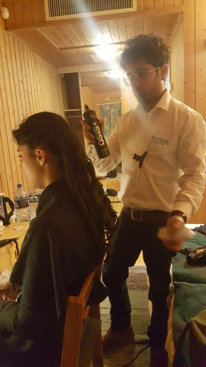 מעצב השיער עידן בר והדיירת החדשה ג'ודי עמר
