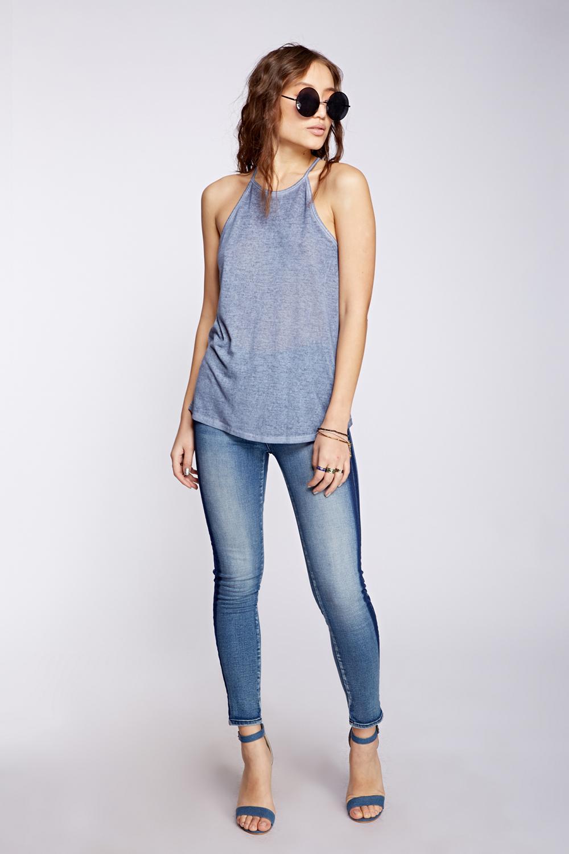 לי קופר נשים חולצה מחיר 69.90 שח, ג'ינס 269.90 שח צילום הילה שייר