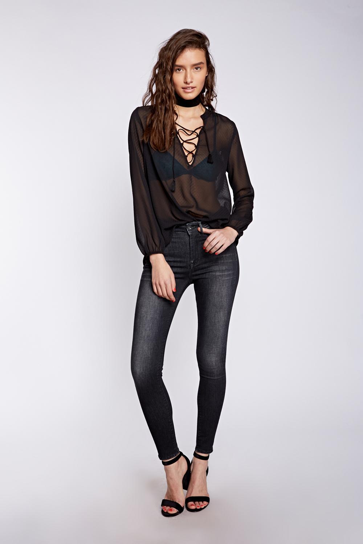 לי קופר נשים חולצה מחיר 149.90 שח, גינס 199.90 שח צילום הילה שייר