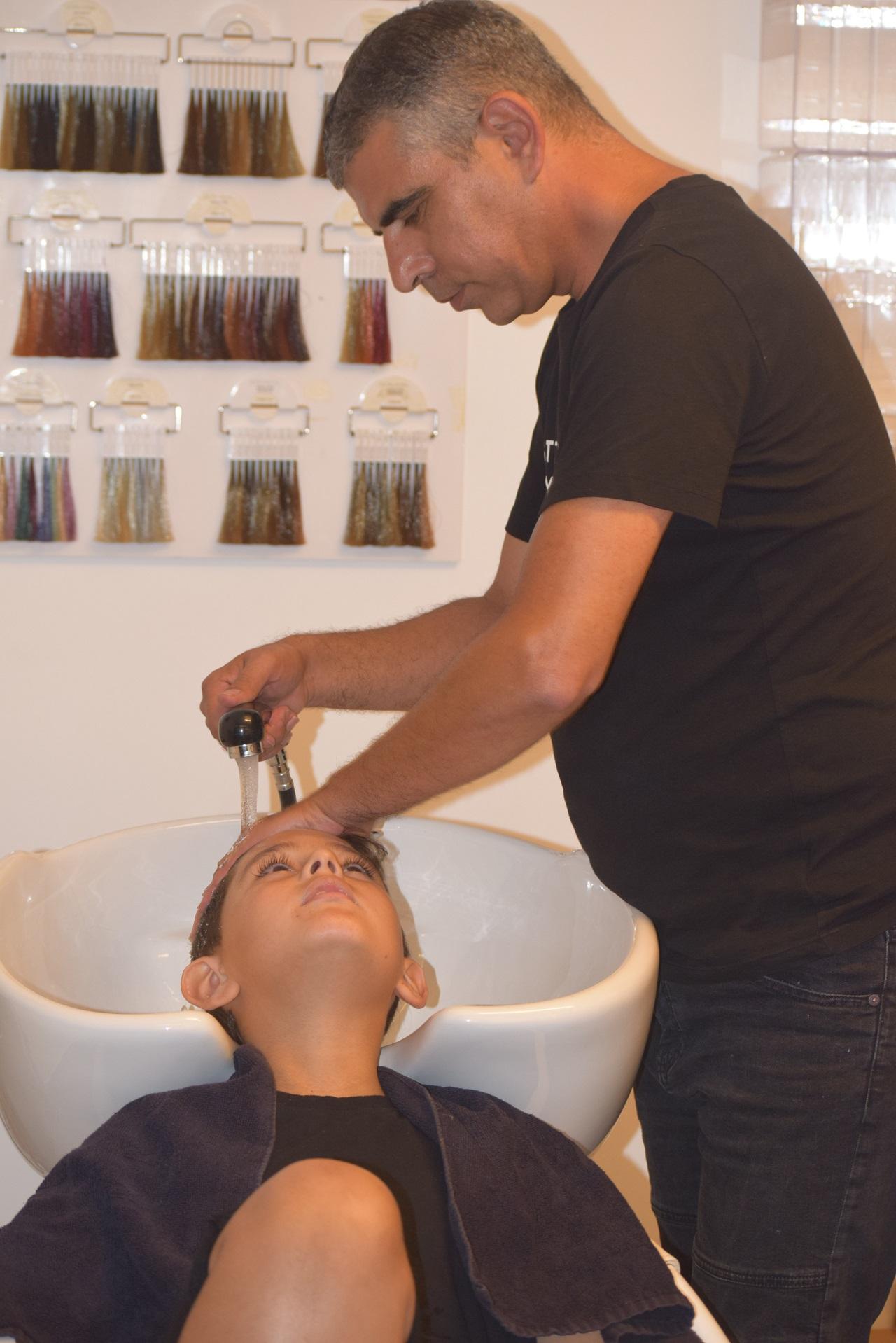 יגאל ביטון מדריך שוורצקופף פרופשיונל מעביר סמינר למעצבי שיער