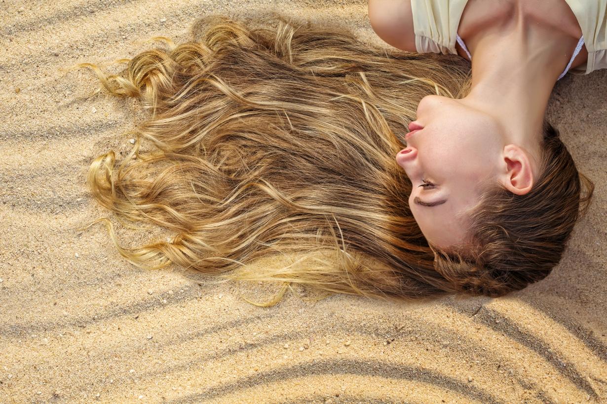 """פני לחברת רבקה זהבי לפתרונות שיער גם בשיער מתולתל. סניף ר""""ג : 03-5797279 / סניף רעננה :09-7404456"""