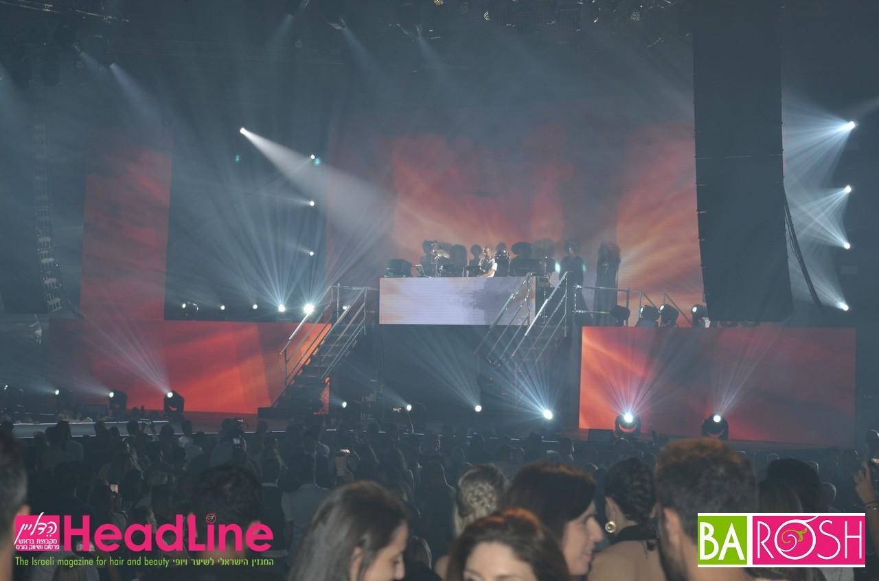 רוקדים במסיבת הענק לצלילי DJ תומר מייזנר והרכב VINI VICI