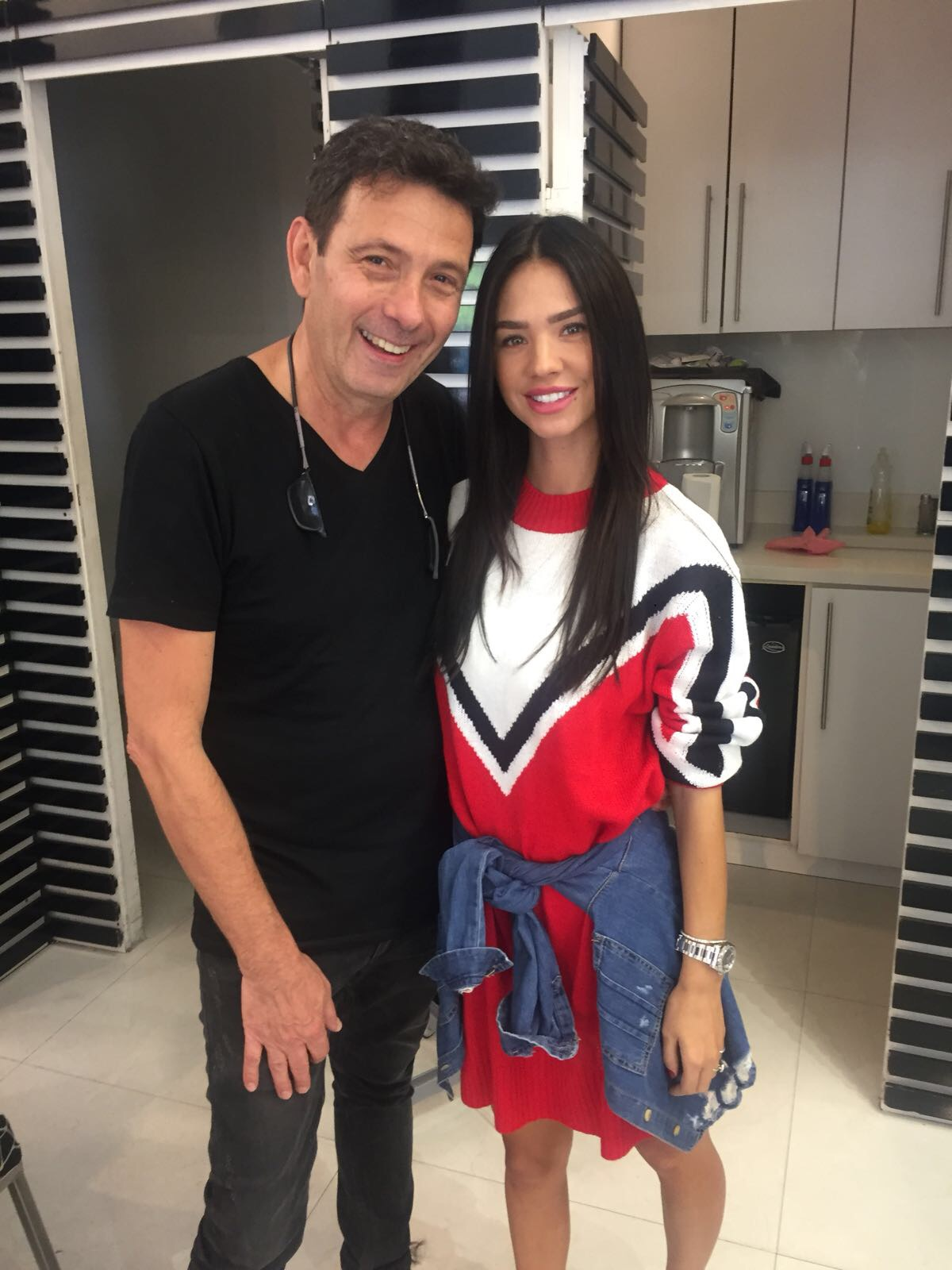 רוסלנה רודינה הגיעה אל מעצב השיער שלה אילן מרגלית
