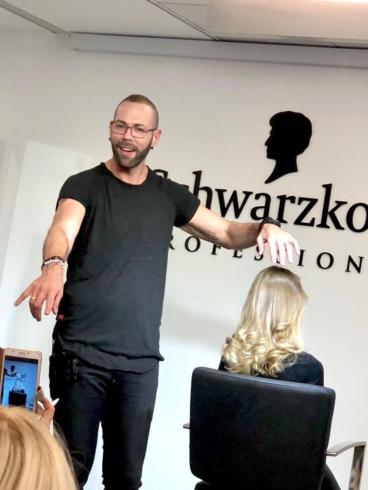 השתלמות בלונד-מי שהועברה על ידי מעצב השיער רפאל טפלוב
