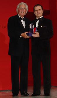 חיים סיוון מקבל את הפרס הבינלאומי בפריז Personality of the year 2006
