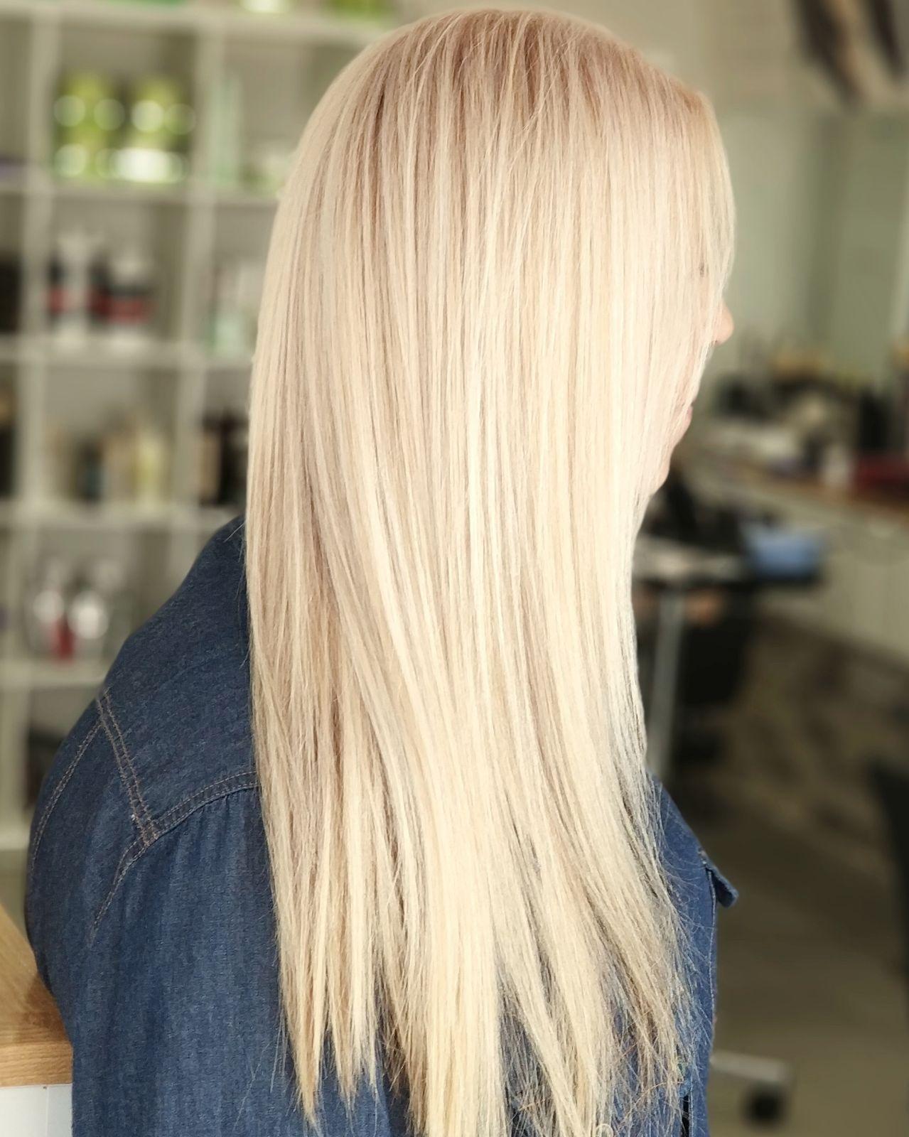 עיצוב שיער בלונד ברק בשיער