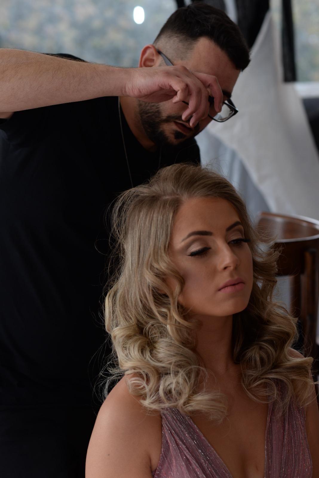 עיצוב שיער מקצועי שימי מנטל מספרה בקצרין