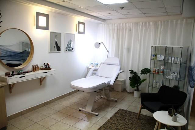 לוריאל ישראל משיק סלון טיפוח ויופי לנשים המטופלות במחלקה האנקולוגית בשיבה תל השומר צלם אסף לב (2) (Custom) (2)