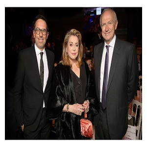 _Jean-Agon, CEO of L'Oréal, Catherine Deneuve, Nicolas Hieronimus, L'Oréal Députy CEO in charge of צילום Stephane Feugère Divisions