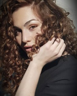 המספרה שמבטיחה ומקיימת – עידן בר מוביל את אופנת השיער